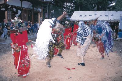 八幡神社の獅子舞