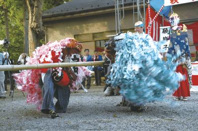 東山神社の獅子舞
